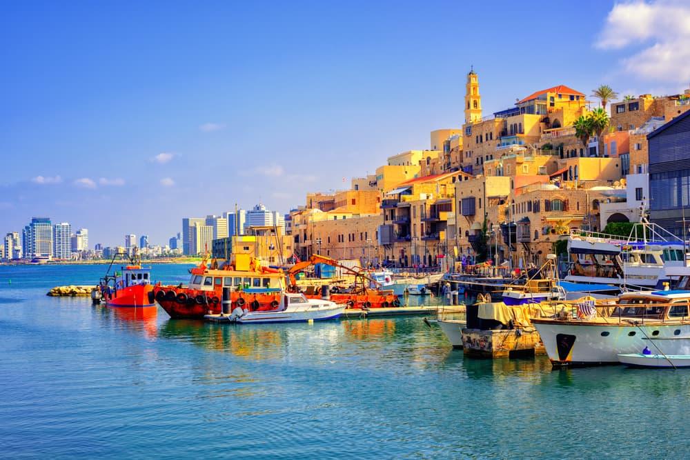 [Q] Which sea does Tel Aviv sit on?