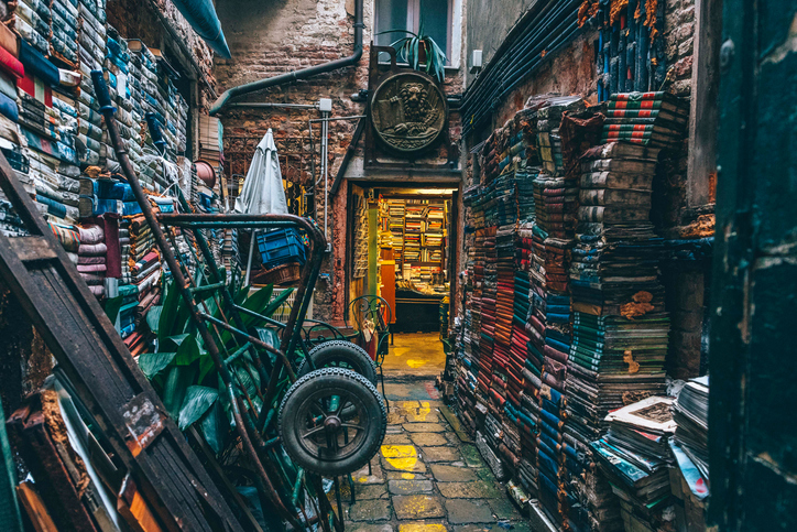 [A] Where is the world's oldest bookstore?