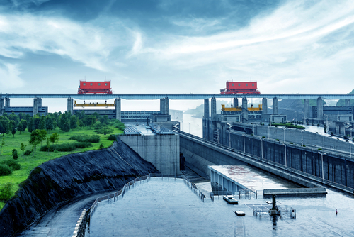 [Q] What river features the world's largest hydroelectric dam?